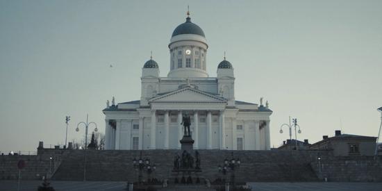 空旷的赫尔辛基参议院广场。