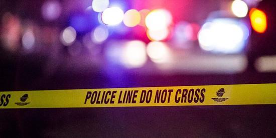 美国威斯康星州发生枪击案 枪手打伤2名警察后逃走