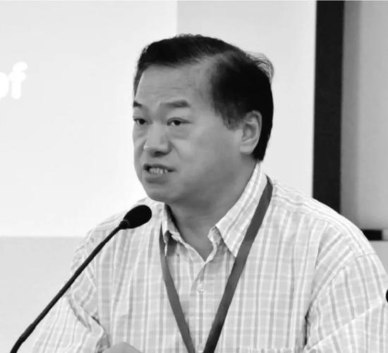 重庆医科大学原党委副书记、校长雷寒。