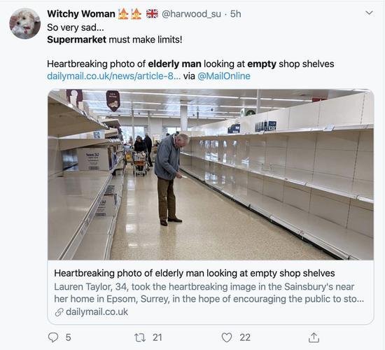 一张老人在英国萨里某间超市里对着空货架核对购物清单的照片目前在英国社交网络被广泛转发。不少人呼吁希望可以遏制因新冠肺炎而起的抢购潮。
