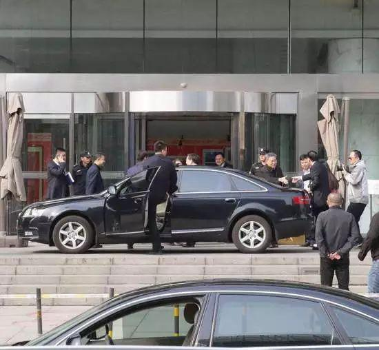 △ 3月21日下午,郭树清出现在银监会门口