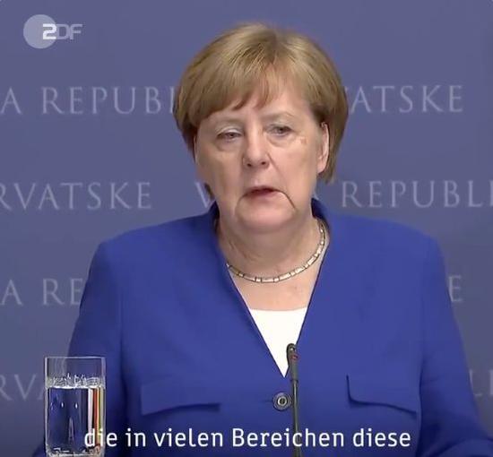 默克爾在記者會上談及奧地利政壇醜聞/德國電視2臺推特賬號上傳視頻截圖