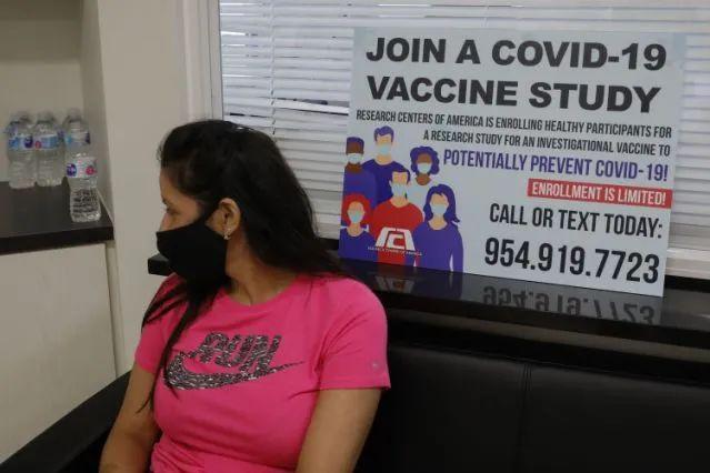 佛罗里达州一家诊所的一名新冠疫苗临床试验志愿者。图源:雅虎新闻网