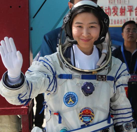 摩天娱乐,中摩天娱乐国首位女航天员刘洋领图片