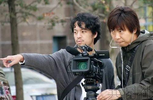 ▲竹内和同事在拍摄纪录片。