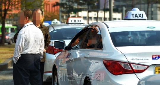 华人娱乐客户端二维码-内蒙古党委第五巡视组原组长杨静波一审获刑11年