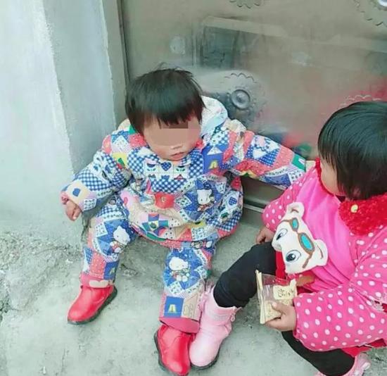 两个孩子生前照片