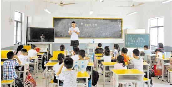 浙大学生自费赴河南支教多人中暑 村民凑钱装空调