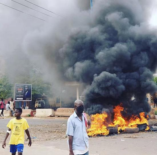 7月11日,巴马科发生动乱