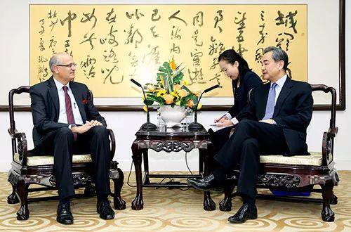▲资料图片:2018年2月23日,外交部长王毅在北京会见印度新任外秘顾凯杰。(中国外交部网站)