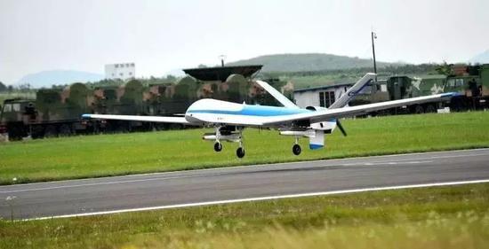 """▲7月3日上午,""""鹞鹰""""Ⅱ察打一体无人机在贵飞机场成功试飞。 航空工业贵飞供图"""