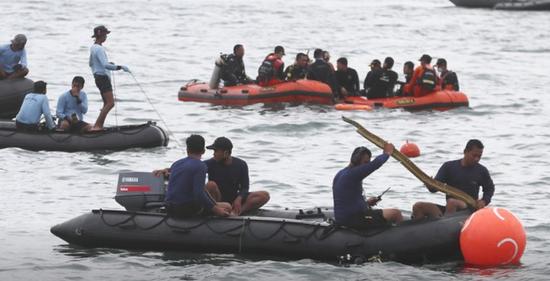 印尼运输主管:已找到失事客机2个黑匣子