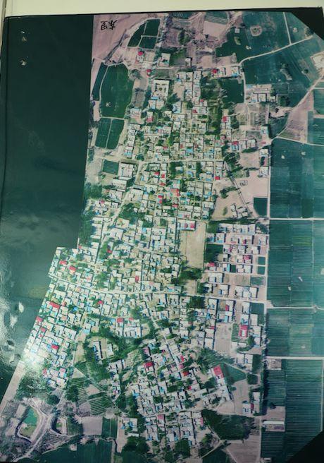 东里村航拍地图,被李振辉、李树海、陈思注满了村民的名字
