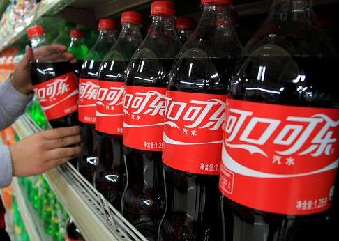 """央视网评:可乐都涨价了 如何防控""""输入型通胀""""?"""