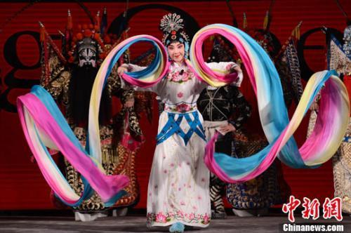 资料图:中国国家京剧院艺术家在表演。中新社发 李学仕 摄
