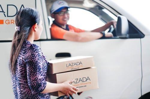 图说:今年 3月,阿里巴巴宣布向东南亚最大的电商平台Lazada追加投资。图为Lazada工作人员的配送场景