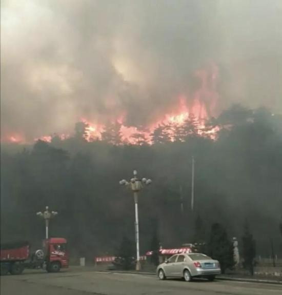 山西长治沁源县王陶乡森林火灾