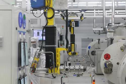 ▲资料图片:宁德时代电芯自动化生产车间(新华社)