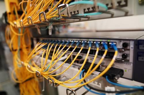 圖爲在美國賓夕法尼亞州南迦南鎮LHTC寬帶公司拍攝的當地營業部使用的華爲通信設備。新華社