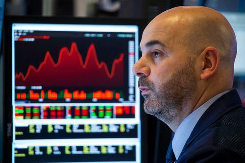 3月3日,交易员在美国纽约证券交易所工作。新华社发(郭克摄)