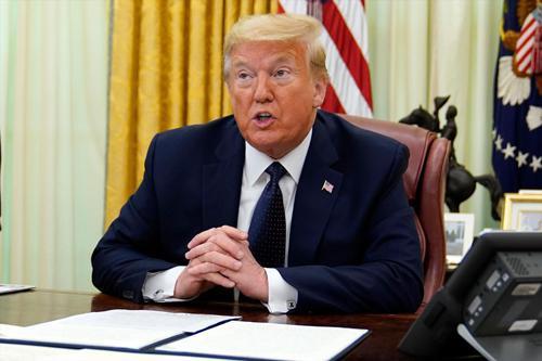 (特朗普28日在白宫接受采访。图源:美联社)