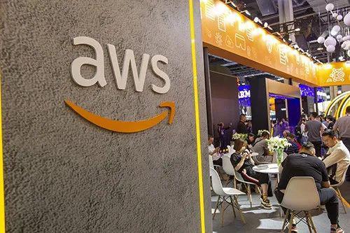 亚马逊云服务(AWS)现已在全球24个地理区域内运营着76个可用区,托管的企业数据占据全球市场1/3的份额。