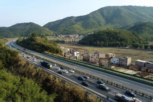 广东春运前十日:发送旅客量下降四成多,高速车流增6.19%图片
