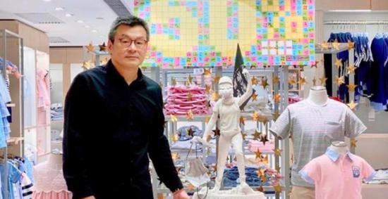"""香港童装店再次转移""""暴徒塑像"""",新商场业主也不答应"""