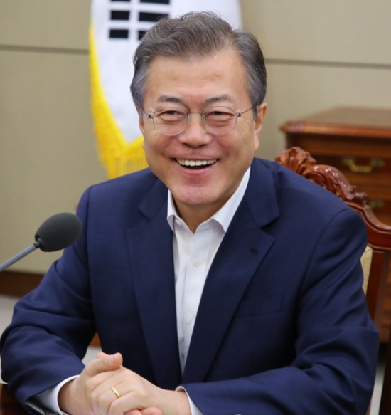 韩国总统涨工资 文在寅可拿141万人民币年薪