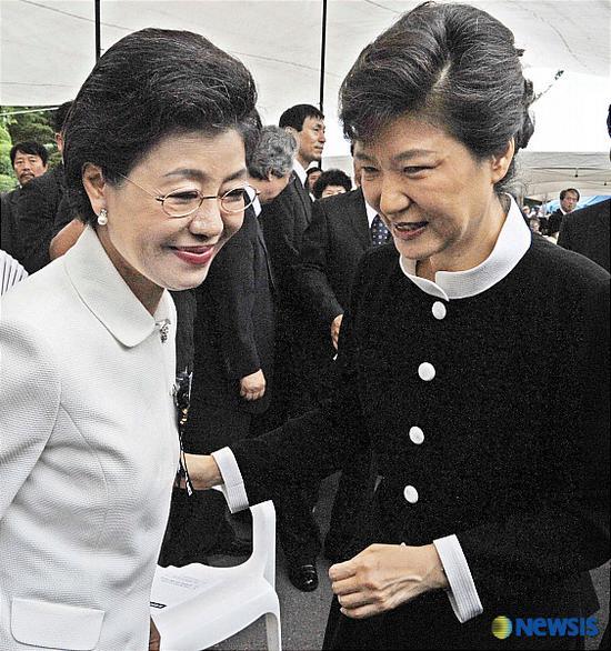 朴槿惠和妹妹朴槿令