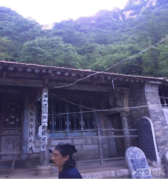 小史在终南山库峪的居所外观。北京时间记者杨安平摄