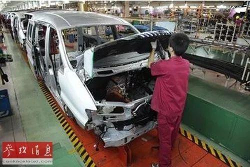 ▲資料圖片:工人在汽車生產車間工作。
