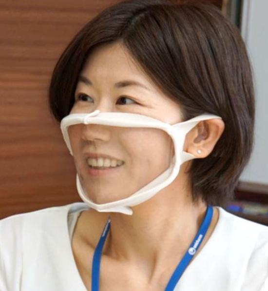 日本推出口鼻处透明口罩:一个88元 可看到面部表情