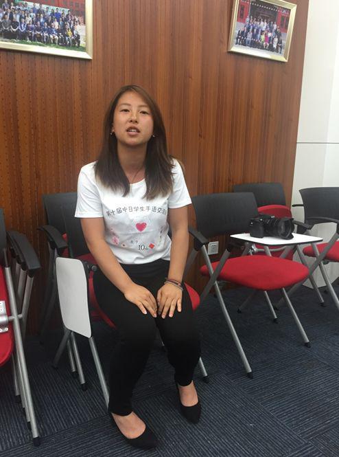 中日学生手语交流会的北京团队负责人宫崎结希接受环环采访。
