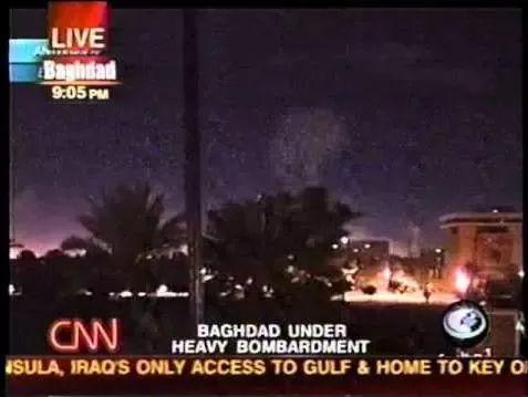 (图为美军空袭下的巴格达)