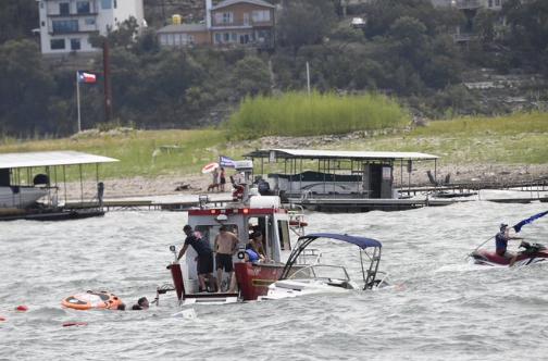 现场!特朗普支持者举行游船活动 多艘船只突然沉没