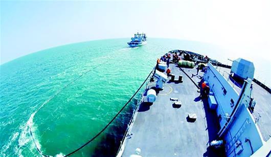 图为沂蒙山舰是我国自行研制生产的新型两栖船坞登陆舰