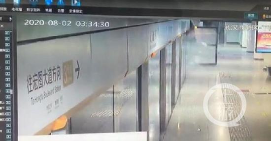 武汉地铁列车撞站台?官方回应