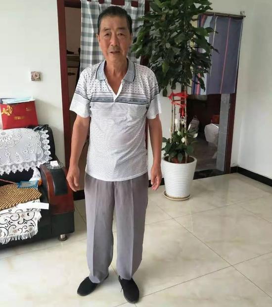 北京78岁硬核老大爷 火场徒手抱出邻家两个煤气罐|煤气罐