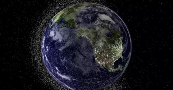 ▲球附近的太空垃圾