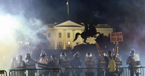 【摩天登录】听说摩天登录美国骚乱有幕图片