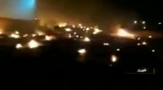 视频截图:坠机现场火光遍地(伊朗塔斯尼姆通讯社)