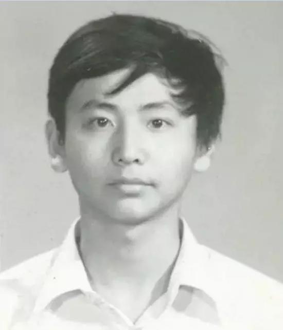 中学时期的王伟。