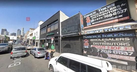 爆炸之前的店铺(最右),洛杉矶市中心地标建筑就在不远处(左边楼群)