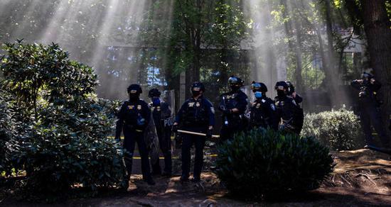 波特兰抗议第123晚:警察逮捕多数抗议者