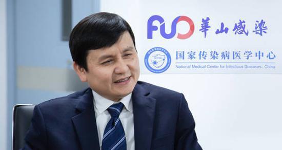 张文宏:抗击新冠是持久战,打疫苗去,否则真要吃亏图片
