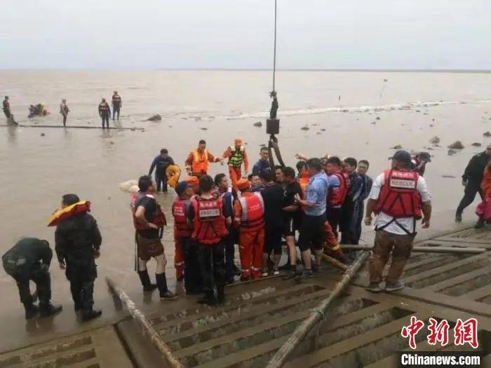 """一场""""鲸""""险营救,一群有爱的中国人"""