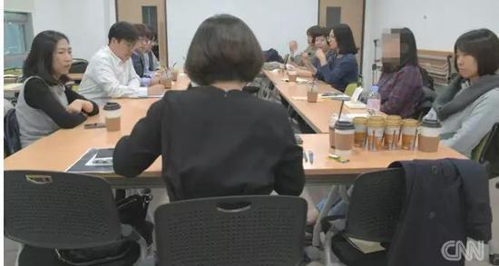 ▲女性在求职时遭遇歧视的现象在韩国十分普遍。图据CNN
