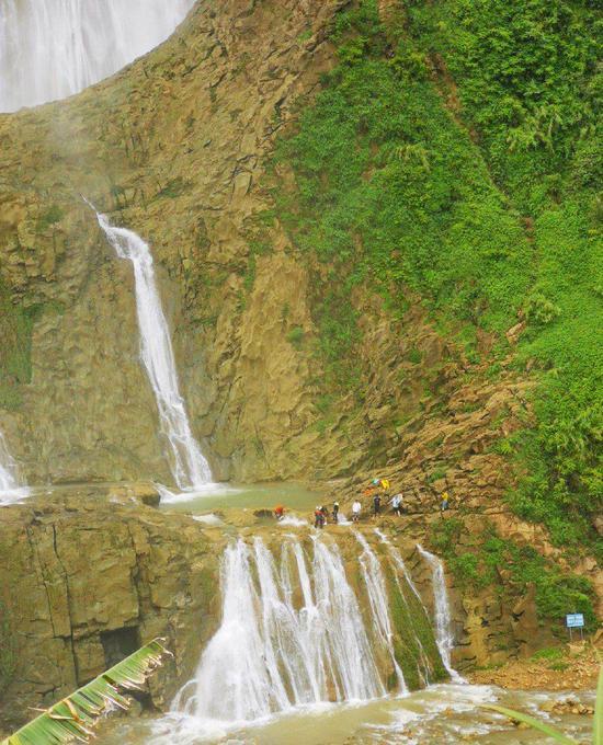 贵州滴水滩瀑降体验者谈瀑降:女