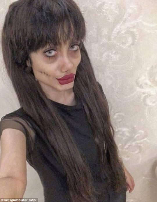 整容50次变僵尸版安吉丽娜·朱莉? 少女否认(图)